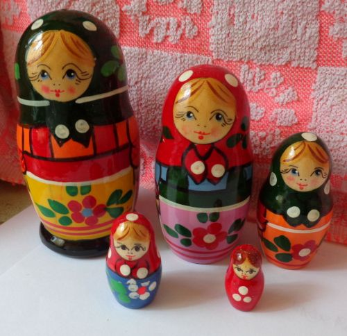 old russian design Zagorsk RUSSIAN NESTING DOLL 5 PCS 4.5